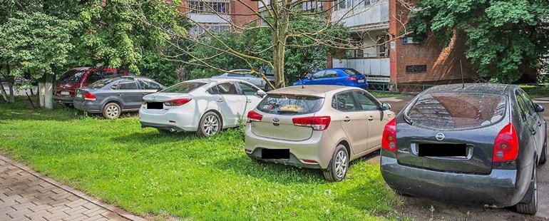 В каких случаях за парковку на газоне могут оштрафовать