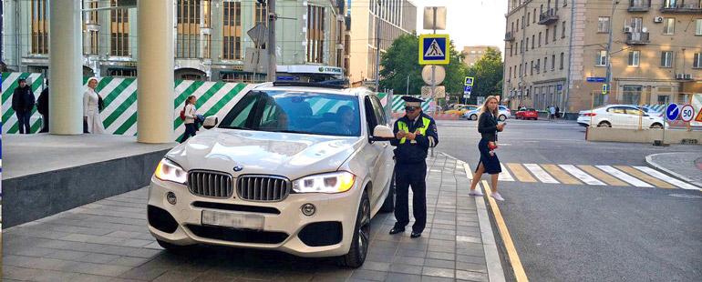 Штрафы за парковку в неположенном месте на тротуаре