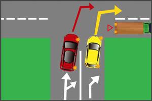 Авто поворачивает со второго ряда