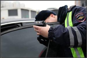 Проверка тонировки инспектором ГИБДД