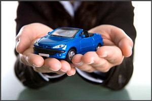 Синяя машина в руках