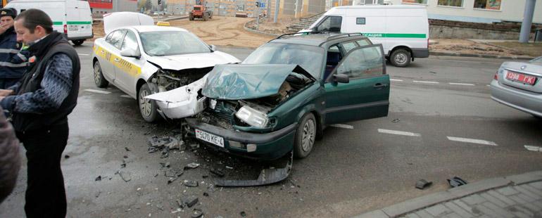 Как определяется виновник в аварии на перекрестке