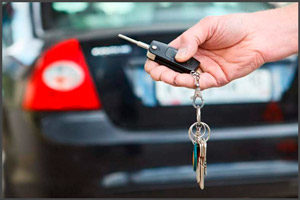 Открывать авто ключем