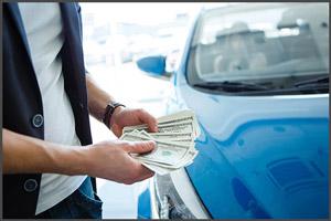 Выкупает машину в аренду