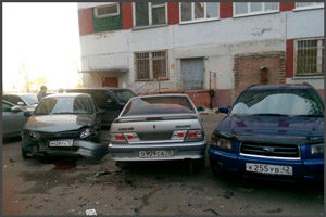 Авария двух машин во дворе