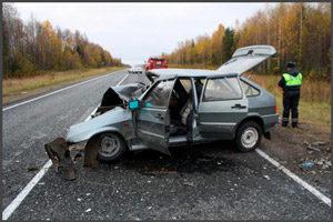 Разбитая машина и Гаишник