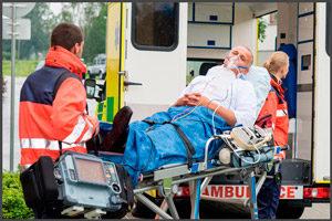 Мужчина в скорой после аварии