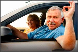 Пожилой мужчина в авто